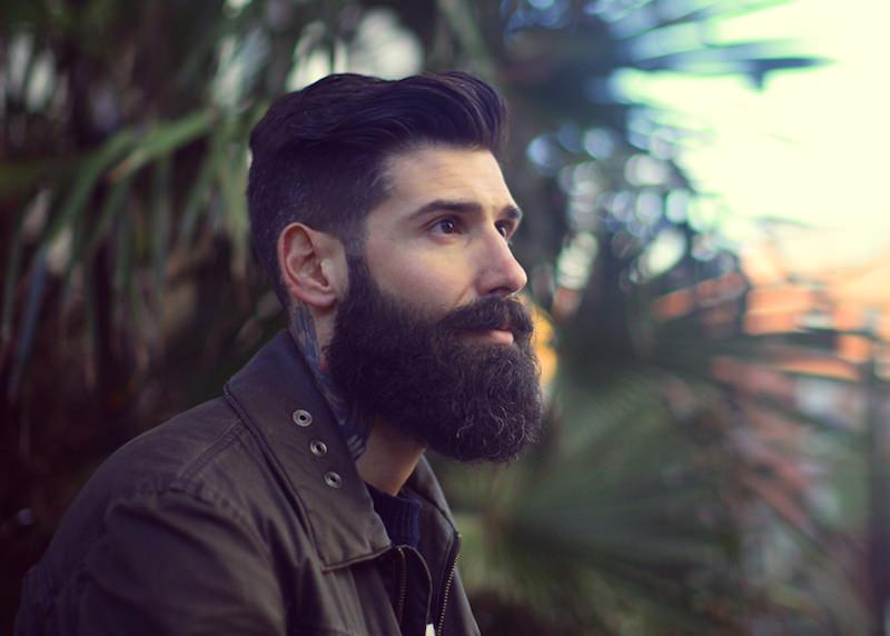 борода на одной стороне растет
